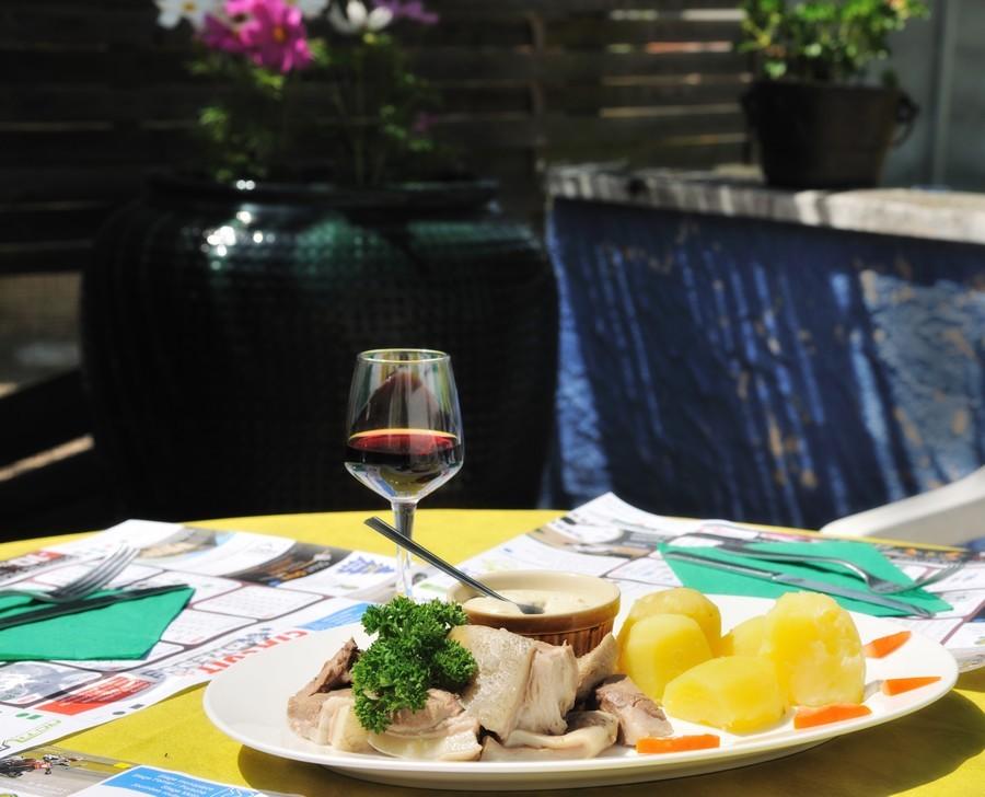 Tête de veau - Plat servi le lundi, jour de marché à Louhans - Amédée de Almeida