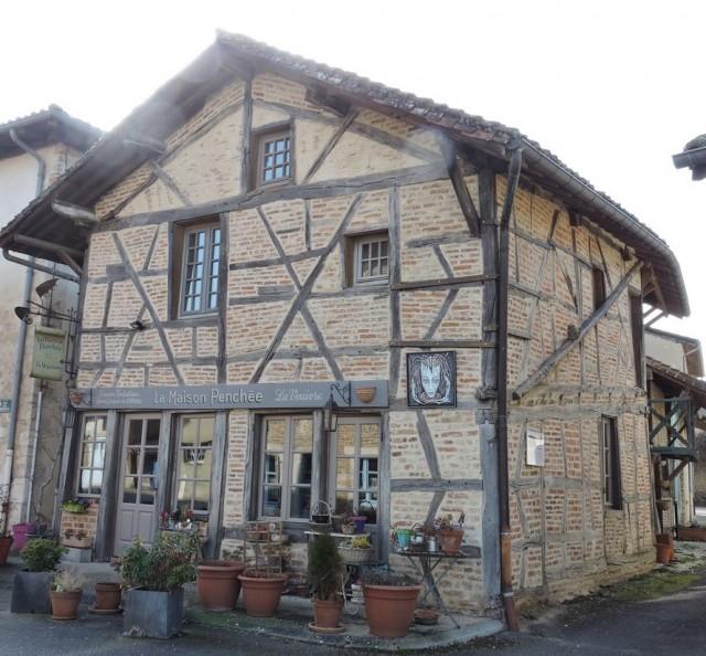 12-1-romenay-maison-penchee-a-guillemaut-194442