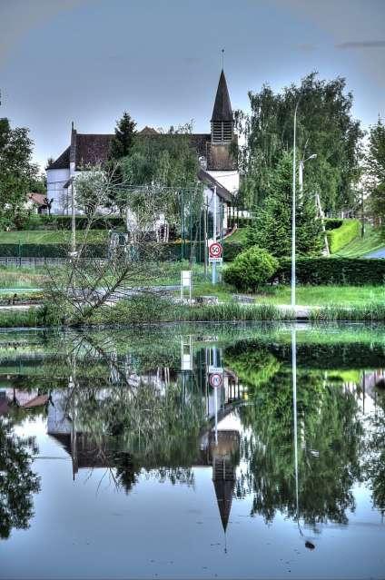 Eglise et étang - L'Abergement Sainte Colombe