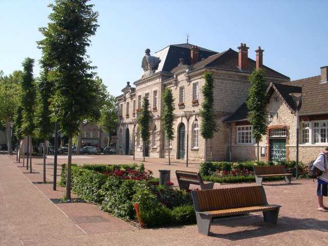 Place de la mairie - Saint Germain du Plain