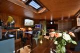 Bateau Loft Marie-Victoria salle à manger